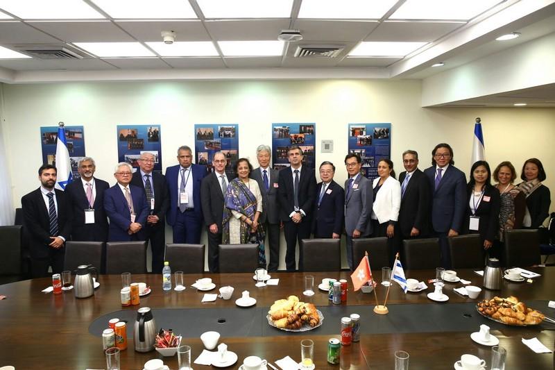 אלי כהן, שר הכלכלה והתעשייה נפגש עם משלחת אנשי עסקים מאסיה