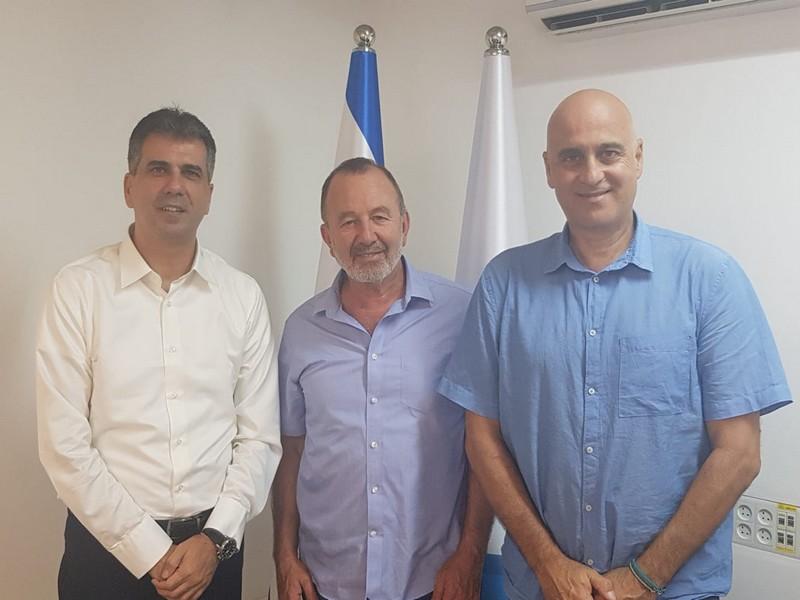 אלי כהן, שר הכלכלה והתעשייה, זאב אלקין, השר להגנת הסביבה והשגריר עמנואל ז'ופרה, ראש משלחת האיחוד האירופי בישראל